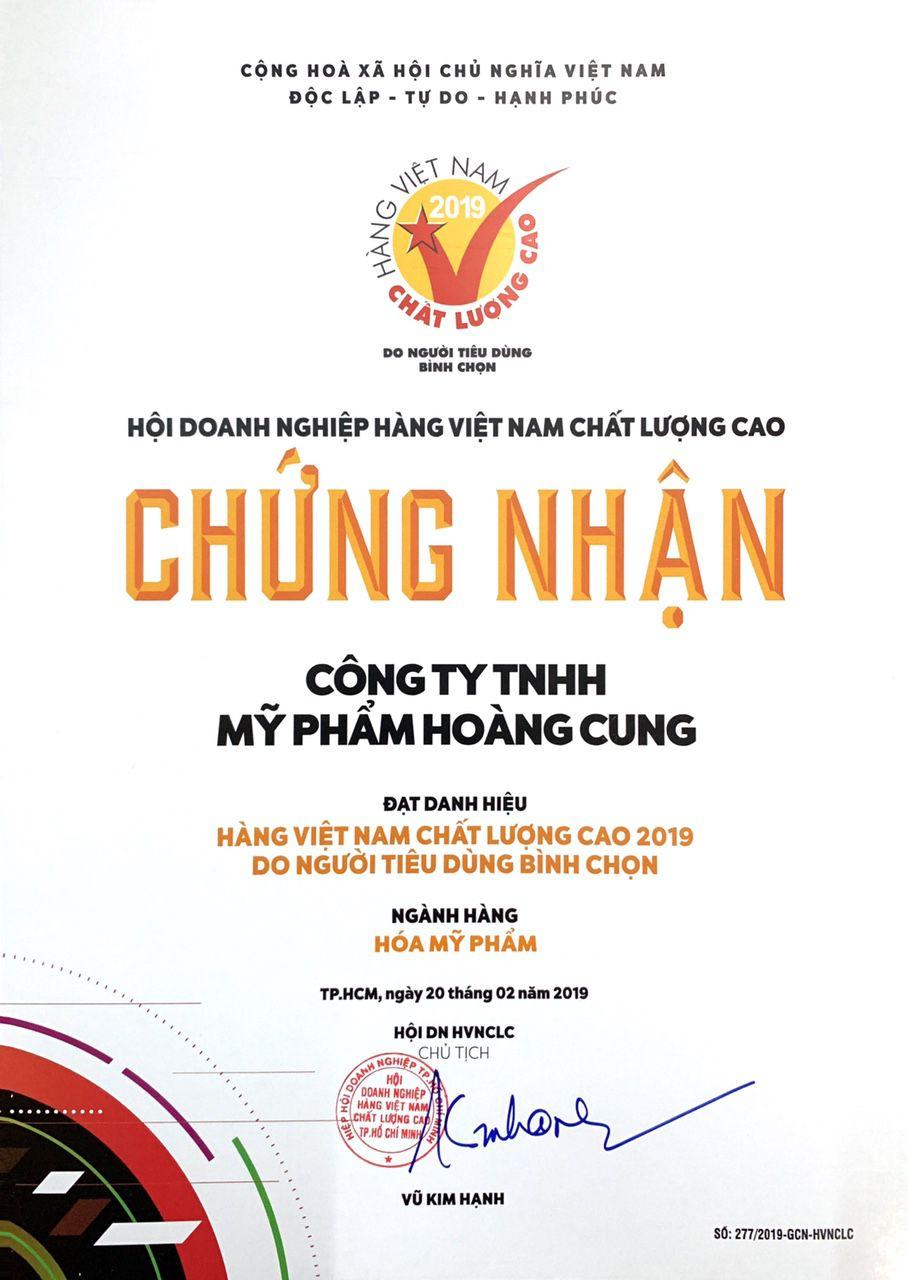 Huy chương vàng và chứng nhận Hàng Việt Nam chất lượng cao của Phấn Nụ Hoàng Cung